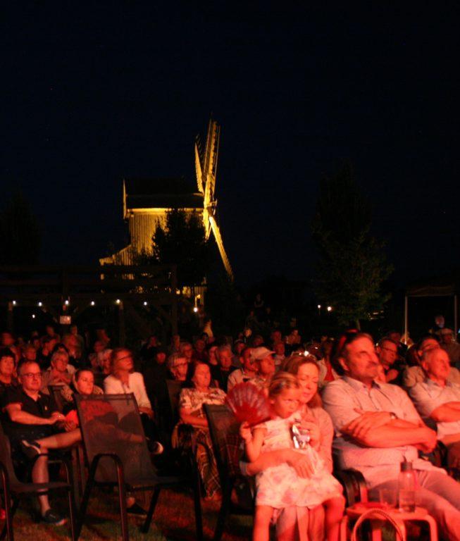 Besucher/innen des Classic Open Air 2021 in traumhafter Kulisse